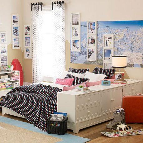 Black and White Dorm Room 2011