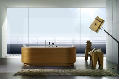 Timber Finish Bathtub with Small Rugs by BluBleu
