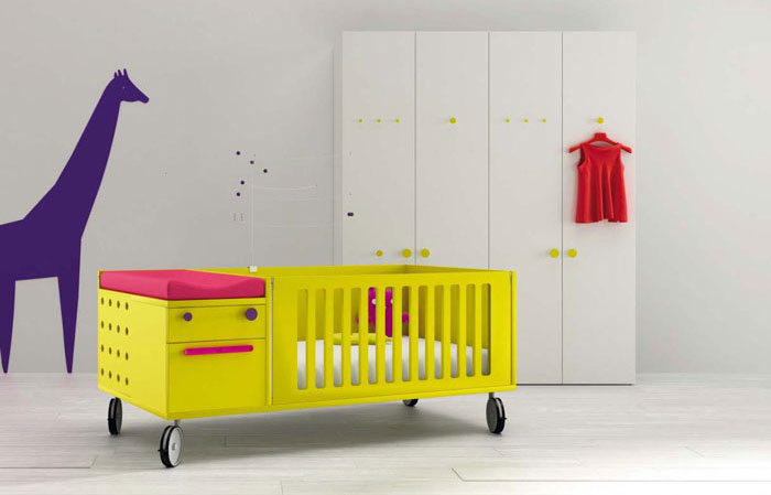 Awesome Yellow Crib and Girrafe Wallpaper