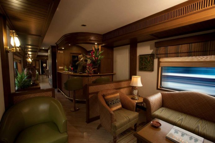 Luxury Train Main Desk with Wooden Furniture