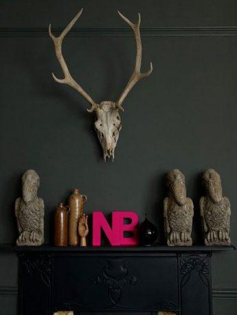 Minimalist Livingroom Furniture with Pink Decorations