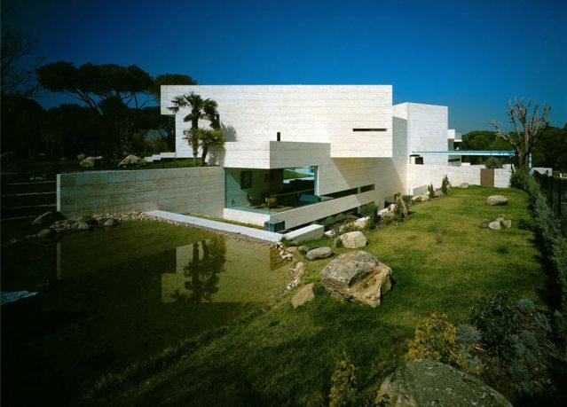 Large Garden Pond in Modern House Design