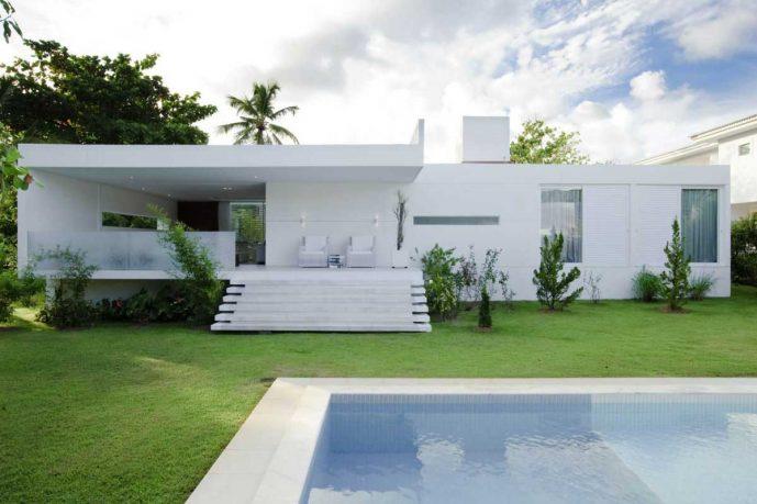 Awesome House Carqueija Design Pool and Backyard