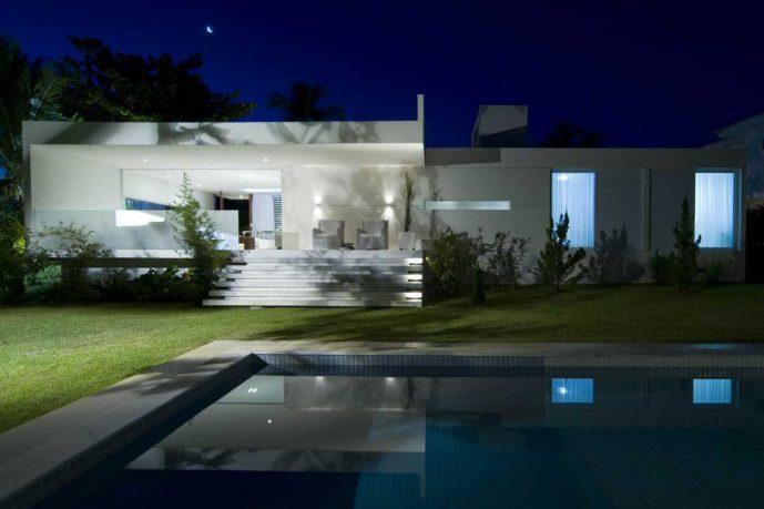 Minimalist Pool Design House Carqueija
