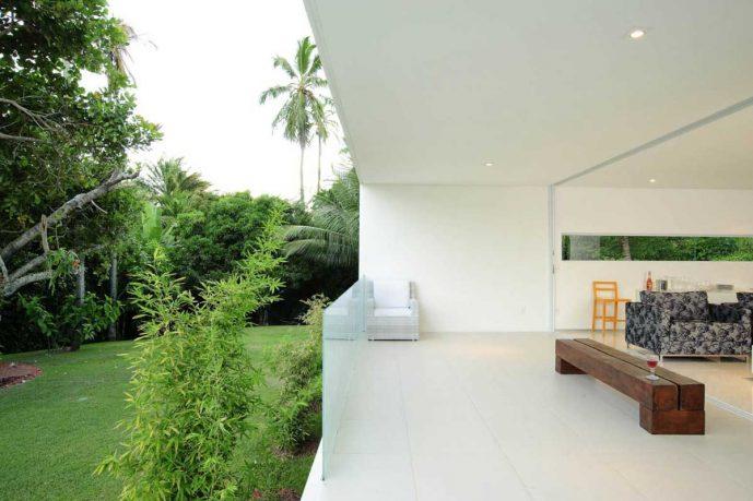 Open Living Room Tropical House Design