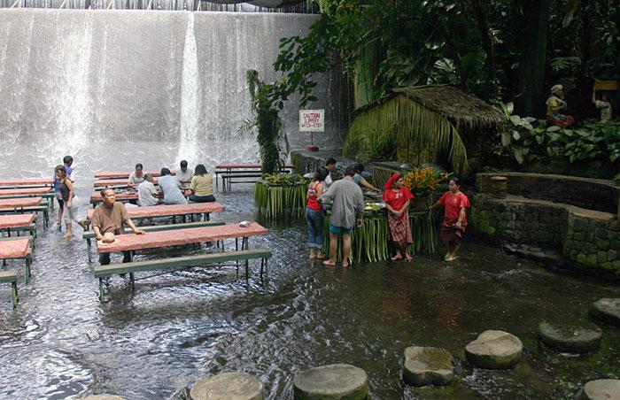 Beautiful Waterfall View Villa Escudero Restaurant