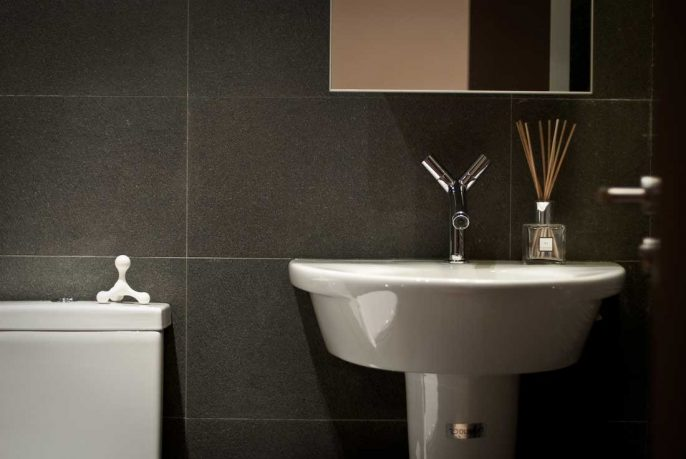 Modern White Sink with Back Wall Anthracite Tile