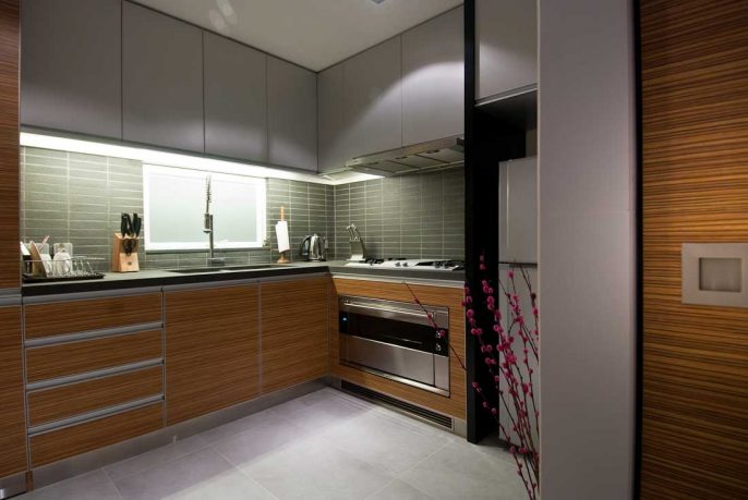 Modern Wood Kitchen with Flower Decoration