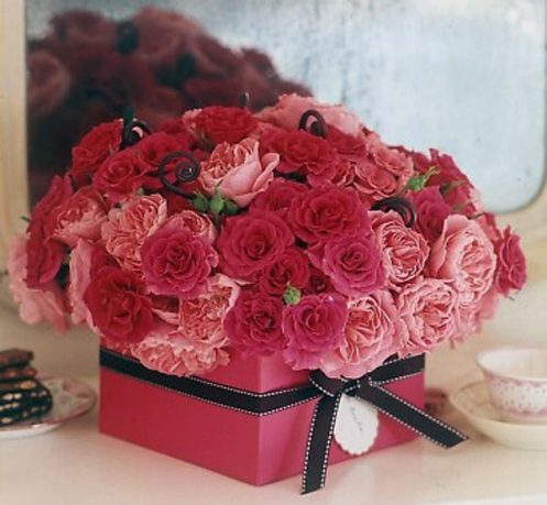 Pink Gift Box with Rose Flower for Valentine Day