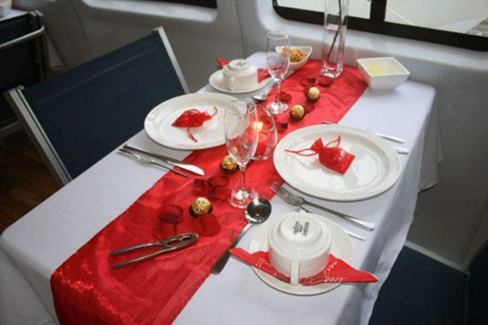 Romantic Valentine White Red Table Decor Ideas