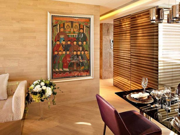 Living Space with China Classic Art Decor