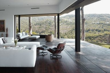 Awesome Living Room Deck with Beautiful Scenery