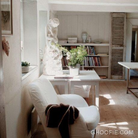Vintage Interior Design with Book Storage