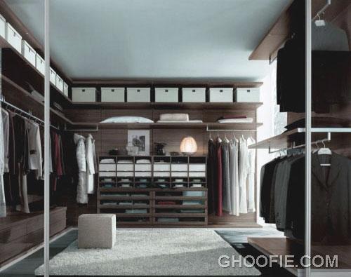 Elegant Spacious Walk in Closet Design
