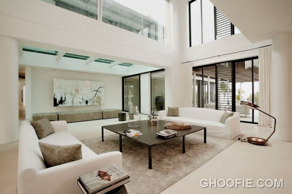 Cozy Bright Living Room Design Ideas with High Ceiling