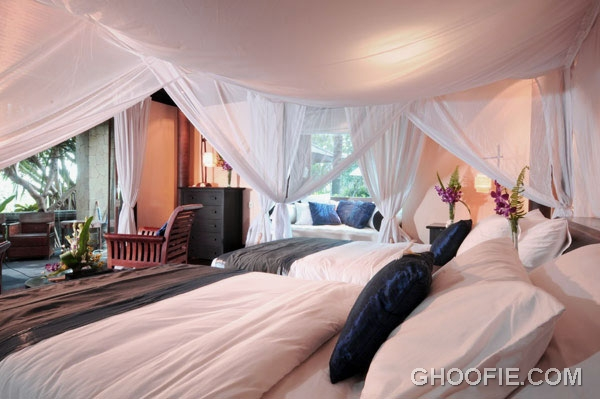 Charming Bedroom Villa Design Ideas with Double Bed