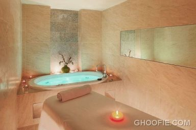 Fancy Indoor Spa Design Ideas with Massage Table