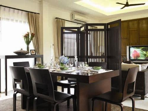 Black dining room design idea