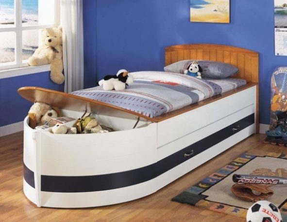 Boat shaped kid bed