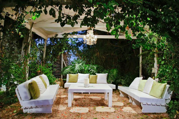 Patio with garden