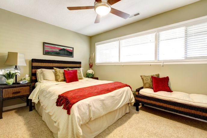 Subtle bedroom with red contrasts