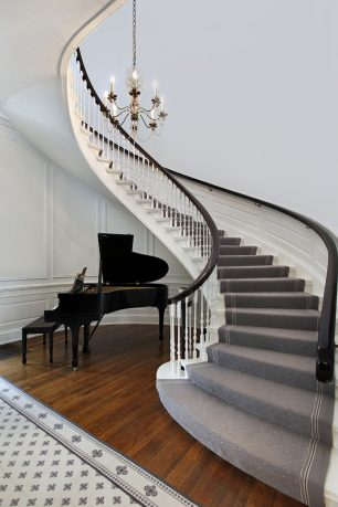 Wavy entry way with chandelier